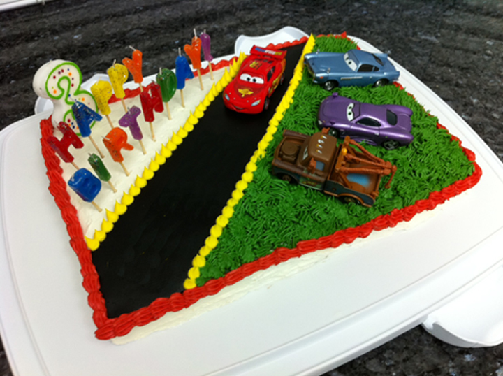 Cake Decoration Of Cars : Disney Cars Cake loveinabento